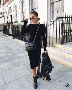 All Black Outfit Ideas to Copy This Week alle schwarzen Outfit-Ideen, schwarzer Pullover, Bleistiftrock, Kampfstiefel und Lederjacke All Black Outfits For Women, Black And White Outfit, Black Women Fashion, White Outfits, Look Fashion, Fall Outfits, Dress Outfits, Winter Fashion, Clothes For Women