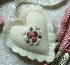 Wonderful Ribbon Embroidery Flowers by Hand Ideas. Enchanting Ribbon Embroidery Flowers by Hand Ideas. Ribbon Embroidery Tutorial, Hand Embroidery Stitches, Silk Ribbon Embroidery, Crewel Embroidery, Embroidery Patterns, Machine Embroidery, Embroidery Tattoo, Simple Embroidery, Knitting Stitches