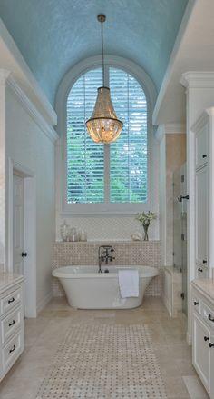 Free standing tub - Interior design trend that will keep on being popular in 2018 #interiordesigntrends #2018trends #freestandingtub