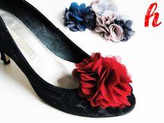 Stellen Sie sich aus den gezeigten Blüten Ihre Lieblings-Kombination zusammen.  - 2 Blütenteile, d.h. bis zu 2 Farben pro Schuhclip wählbar  = 12...