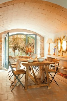 Comedor con techo abovedado -- incredible house (in Spain), def the inspiration for eventual holiday home in Portugal! Decoration Inspiration, Dining Room Inspiration, Dining Area, Dining Table, Sweet Home, Interior And Exterior, Interior Design, Style Deco, My Dream Home