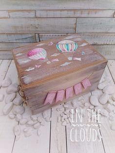 ξύλινο, κουτί, βάπτισης, βάπτιση, κορίτσι, κοριτσάκι, αερόστατο, αερόστατα, πεταλούδα, πεταλούδες, σύννεφα, συννεφάκια, νονός, νονά,