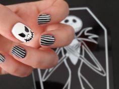 Jack skellington nails essie licorice 028