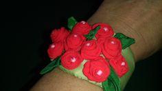 Polsiera con piccole roselline