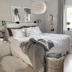 Umage Design (Ex VitaCopenhagen) Eos tollas lámpa a skandináv hálószoba világításaként. Grey Bedroom Decor, Room Design Bedroom, Stylish Bedroom, Room Ideas Bedroom, Small Room Bedroom, Home Bedroom, Bedrooms, Master Bedroom, Grey And White Room