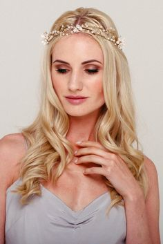 A modern flower crown, the Dolores pearl bridal halo is unique and striking. Made of handmade flowers and delicately hand wired for a soft bohemian style. Flower Crown Wedding, Bridal Crown, Wedding Flowers, Headpiece Wedding, Bridal Headpieces, Bridal Hair Vine, Vintage Bridal, Wedding Hair Accessories, Irene