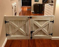 Double Door Rustic Barn Door Style Baby / Dog Gate - October 26 2019 at Dog Rooms, Family Rooms, Baby Gates, Diy Baby Gate, Interior Barn Doors, Diy Interior Gate, Interior Livingroom, Interior Paint, Home Projects
