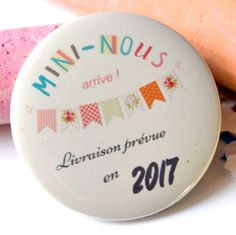 Badge annonce grossesse mini-nous Waiting For Baby, Baby Cards, Baby Love, Announcement, Birth, Diy And Crafts, Mini, Pregnancy, Baby Shower