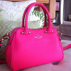 Been looking for a hot pink Kate Spade bag. Handbags On Sale, Luxury Handbags, Purses And Handbags, Handbags Online, Pink Handbags, Ladies Handbags, Designer Handbags, Kate Spade Handbags, Kate Spade Bag