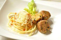 VegeGuláš: Pohánkovo-krúpkové guľky s medvedím cesnakom a par... Spaghetti, Ethnic Recipes, Food, Essen, Meals, Yemek, Noodle, Eten