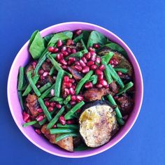 Packed supper of Levantine chicken aubergine green beans and pomegranate with @arabicabarandkitchen pomegranate molasses dressing. It took me about 25 min to prepare last night but meant I could focus on the course today instead of worrying about what to eat! Great to be with @tmlplondon today! #healthylife #healthyeating #healthyfood #mealprep #paleo #glutenfree #dairyfree #wellbeing #personaldevelopment #growth #nutritionist #healthychef