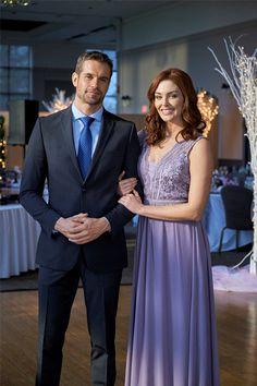 Taylor Cole, Films Hallmark, Hallmark Channel, Family Christmas Movies, Holiday Movie, Ever After, Shawn Christian, Hallmark Mysteries, Wedding Planer