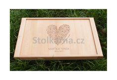 """Snídaňový stolek s motivem """"Z lásky"""", jmény a datem novomanželů"""