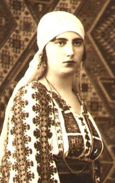 Romanian woman in traditional dress