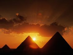 Pyramids of Giza - Cairo, Egypt Ancient Egypt Pyramids, Pyramids Of Giza, Giza Egypt, Egypt Wallpaper, Sunset Wallpaper, Beautiful Sunset, Beautiful World, Amazing Sunsets, Great Pyramid Of Giza