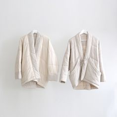 Interior shots of our Pinstripes Quilted Sumo Coat. Designed to feel as warm and cozy as your favorite blanket. Hand-quilted, lined and… Diy Vetement, Magnolia Pearl, Minimalist Wardrobe, Kimono Jacket, Schneider, Quilted Jacket, Quilted Coats, Yohji Yamamoto, Mode Inspiration