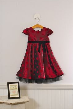 Adorable Girls formal dress. Perfect for Christmas! Size 4t Girls by Blueberi Boulevard. $35.99