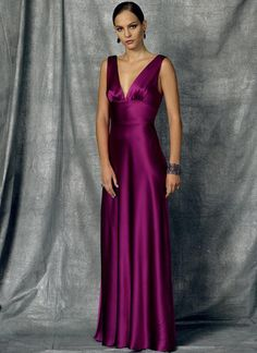Vogue Patterns Sewing Pattern Misses' Floor-Length Deep-V Dress Vogue Patterns, Deep V Dress, Nice Dresses, Formal Dresses, Floor Length Dresses, Dress Sewing Patterns, Evening Dresses, Vintage Fashion, Style