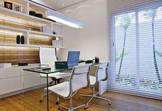 escritorio branco e madeira
