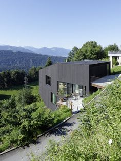 House SCH, Bregenz (AT) | Dietrich Untertrifaller Architekten Terrazzo, House On A Hill, My House, Houses On Slopes, Hillside House, Wood Cladding, Wood Architecture, Black House, Wood Design