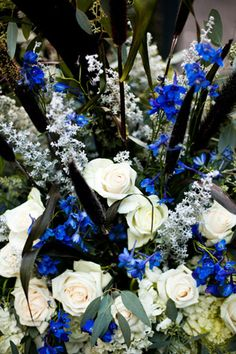 blue and white flowers Plan My Wedding, Wedding Dreams, Wedding Stuff, Wedding Flowers, Dream Wedding, One Fine Day, Wishful Thinking, Center Pieces, Some Pictures