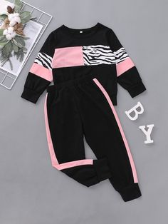 Girls Fashion Clothes, Teen Fashion Outfits, Edgy Outfits, Kids Outfits, Cute Comfy Outfits, Pretty Outfits, Fashion Design For Kids, Kids Fashion, Trendy Hoodies