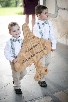 16 Travel Themed Wedding Ideas That Inspire Are you two great travelers? Then choose your hobby as you wedding theme! There are so many adorable travel-theme ideas . Wedding Favor Table, Unique Wedding Favors, Unique Weddings, Wedding Decorations, Wedding Tables, Handmade Wedding, Pilot Wedding, Air Force Wedding, Military Wedding