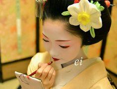 Maiko. Toshikana. #japan #kyoto #geisha #kanzashi #japanese culture