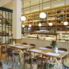 Minas Kosmidis designed the interior of La Maison du Grec bistro in Kifissia, Athens, creating a unique space inspired by the old mansions in the area. Vintage Restaurant, Cafe Restaurant, Restaurant Design, Restaurant Interiors, Restaurant Layout, Patio Interior, Interior Exterior, Interior Design, Coffee Shop Design