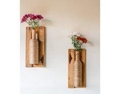 Construindo Minha Casa Clean: 17 Ideias DIY para Decorar a Casa com Pouco Dinheiro! Wine Bottle Art, Wine Bottle Crafts, Bottle Wall, Wood Crafts, Diy And Crafts, Arts And Crafts, Craft Projects, Projects To Try, Diy Y Manualidades