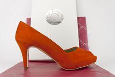 #peeptoe #shoes #suede #orange #zapatos #ante #estilo #madeinspain #style #design #handcrafted #fashion #moda #artesana #hechaamano #peeptoes jorgelarranaga.com