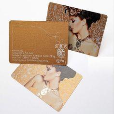 Biznes karta 80x55mm Podłoże: Stardream Antique Gold 285g Druk 5+0 CMYK +white Uszlachetnienie: złoty hotstamping