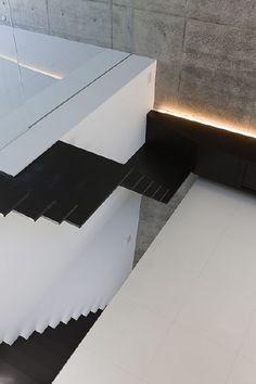 *minimal interior design, black and white interiors, stairs, stairways* - ABIKO of fuse-atelier
