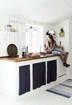 Modern Rustic Style In A Danish Summer House Summer House Interiors, Scandinavian Cottage, Summer Cabins, Country Kitchen, Kitchen Rustic, Kitchen Interior, Home Kitchens, Sweet Home, New Homes
