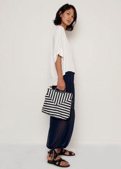 "#newarrivals #black #striped #fabric #coton #bag #accessories #thefrankieshop #frankienyc #frankiegirl Cotton Fabric Bag w/Vegan Leather Handle & Detachable Shoulder Strap. Interior Lining & Pocket. Zip Closure, Gold Metal Hardware 12""L x 11""H x 3""D Imported"