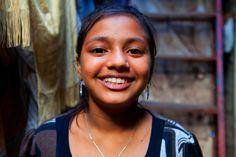 Trailer de 'La Alfombra roja', corto documental sobre la vida de Rubina en un slum de Bombay.