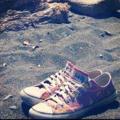 Converse at the beach <3