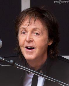 Paul McCartney Surprise Concert   Paul McCartney a donné une concert surprise et gratuit en plein coeur ...