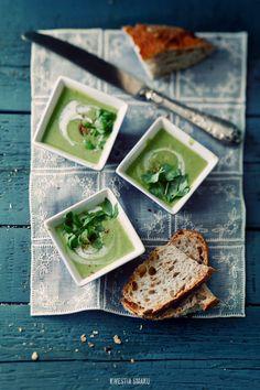 Green pea and cinnamon soup