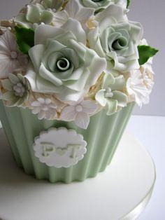 Hemlock Green Cupcakes My Wedding Giant Cupcake Cakes, Large Cupcake, Mini Cakes, Cupcake Fondant, Cupcake Toppers, Cupcake Gigant, Pale Green Weddings, Cupcakes Bonitos, Tolle Cupcakes