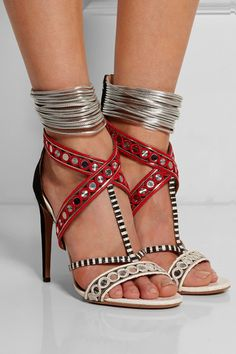 Aquazzura - The Queen verzierte Sandalen aus Leder, Veloursleder und  Elapheleder. TortenSchuhe SandalenKeilsandalettenSchöne ... 1c323b5846