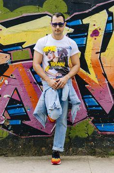 T-shirt: Gildan-UK/ Calça: Diesel/ Jaqueta: Zara/ Cinto: Urban Outfitters/ Óculos: Ray Ban/ Tênis: Nike