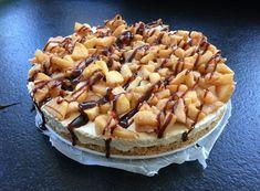 Dit is echt een heerlijke herfst taart. Monchou taart met appel en karamel saus. My Recipes, Cooking Recipes, Keto Dessert Easy, Sweet Desserts, Keto Desserts, Cakes And More, High Tea, Cupcake Cakes, Cupcakes