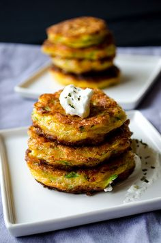 Zucchini fritters with carrot, red bell pepper and feta