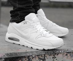 Whoaa deze sneaker is echt een toffe jongen. https://www.sooco.nl/nike-air-max-command-leather-witte-lage-sneakers-24144.html
