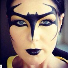 Batman / Batgirl inspired makeup by Kim (GlamourEyes) Clay MUA found on Facebook Mask Makeup, Face Paint Makeup, Costume Makeup, Eye Makeup, Batgirl Makeup, Batman Makeup, Adult Face Painting, Body Painting, Halloween Make Up
