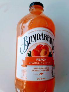 Juicemaskin velkommen + tusen takk folkens! Sparkling Drinks, Honest Tea, Drink Bottles, Peach, Lady, Blog, Peaches, Blogging, Prunus