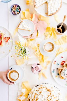 A DIY Mother's Day Brunch Filled with DIY Party Ideas #entertaining #partyideas #tablescape #hosting