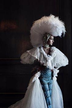 Photographer: Manuel Toro Art Direction: Ana Gayo Headpiece: Ali Larrey Designer: Designer: La Tua Pelle Costura