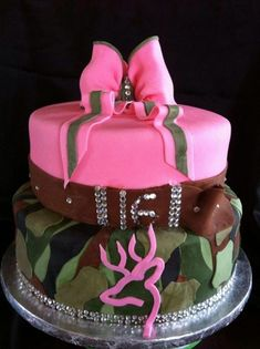 Browning Sweet 16 cake by Lily's cakes Pretty Cakes, Beautiful Cakes, Amazing Cakes, Camo Birthday, Sweet 16 Birthday, 16th Birthday, Birthday Ideas, Country Birthday Cakes, Birthday Stuff
